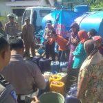 Polres Bojonegoro Droping Bantuan Air Bersih di Desa Kekeringan