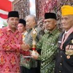 Wabup Budi Irawanto Berikan Penghargaan Satyalencana Dari Presiden dan Umumkan Juara Lomba Gapura
