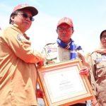 Bupati Tuban Terima Penghargaan Pembina Tagana Berprestasi Nasional Dari Kemensos