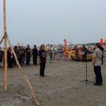 Forum Bank Sampah Tuban Gelar Apel Sumpah Pemuda di Tepi Pantai