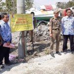 Tak Berizin, Dinas Perizinan dan Satpol PP Tutup Paksa Batching Plan di Kasiman