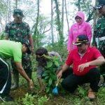 TNI, Polri, Perhutani dan Masyarakat Tanam Bareng Pohon di Hutan KPH Parengan