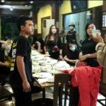 """Pesta Di Tengah Bancana """"Tante Mer"""""""