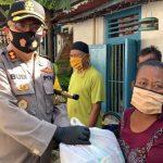Kapolres Bojonegoro Salurkan Langsung Bansos Paket Sembako Ke Masyarakat