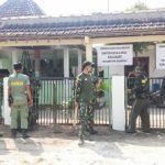Jelang Pembukaan TMMD, TNI Kodim Bojonegoro Benahi Balai Desa Kalisari